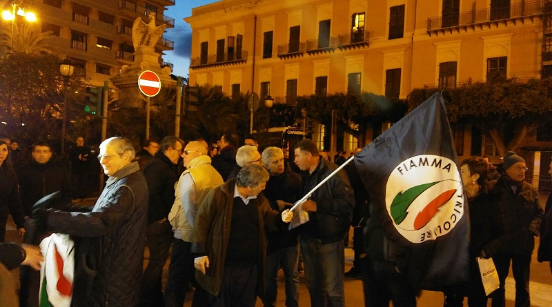 Il corteo di Forza Nuova in piazza Croci. Il leader Roberto Fiore terrà il comizio all'interno di un hotel. Impedito l'ingresso ai giornalisti di Repubblica e a La Vardera