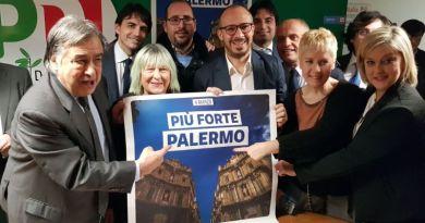 L'iniziativa questa mattina in via Bentivegna, sede del Pd siciliano. Consegnate le tessere al primo cittadino, Leoluca Orlando e alla fotografa Letizia Battaglia