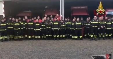 Da Arezzo il saluto dei Vigili del Fuoco ai colleghi morti a Catania – IL VIDEO