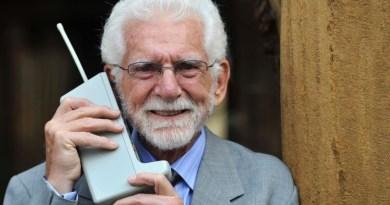 """""""Pronto? Sono Martin Cooper"""", 45 anni fa la prima chiamata da cellulare"""