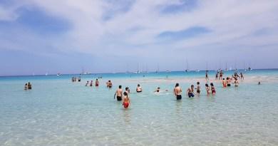 Una Festa della Liberazione tra mare, sole e tintarella a Mondello. Complice la bellissima giornata, il 25 aprile dei palermitani non è stato solo scampagnata