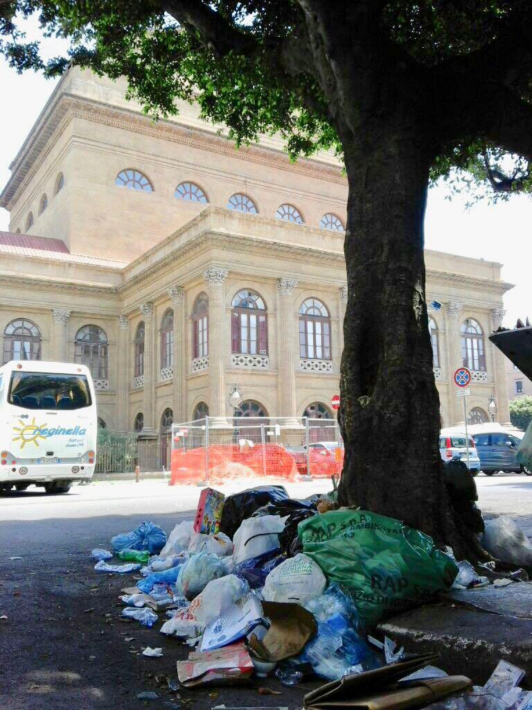 rifiuti teatro massimo Palermo