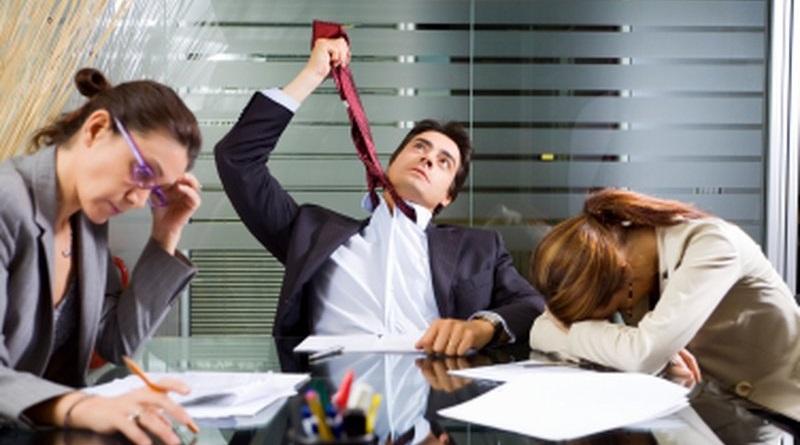 Essere stacanovisti nuoce gravemente alla salute. numerose ricerche indicano come il troppo lavoro faccia male aumentando i problemi cardiaci e il rischio ictus