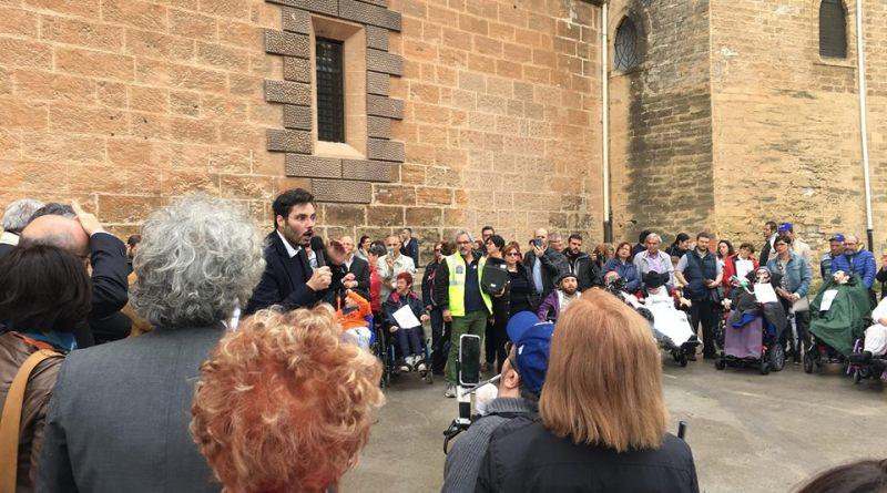 Manifestazione civica dei disabili palermitani e siciliani stamane in Piazza Parlamento davanti Palazzo dei Normanni per rivendicare i diritti in tema di risorse economiche e organizzazione di servizi adeguati