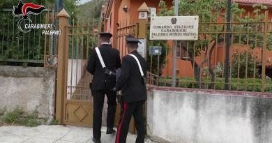Avrebbe rapinato e picchiato un anziano con calci e pugni, poi deceduto per i traumi subiti: i Carabinieri hanno arrestato un uomo, ritenuto responsabile dei reati di omicidio e rapina