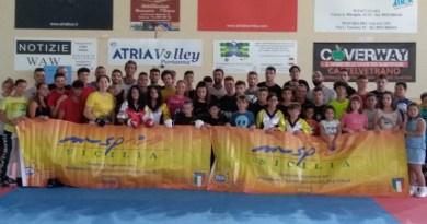 Grande successo per lo stage di kick boxing che si è svolto al Pala Atria di Partanna, con i docenti Emanuele Bozzolani ed Ennio Giordano