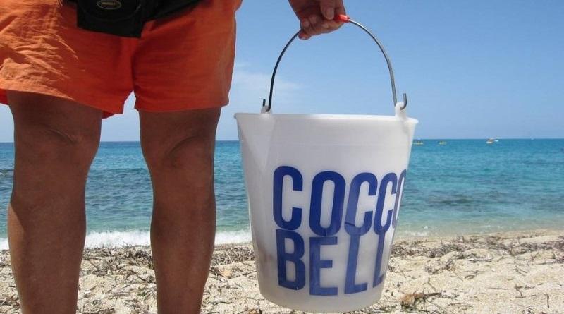 Vende cocco e con le sue filastrocche dalle rime un po' forzate, riesce a toccare ogni possibile categoria d'utenza. E così, sull'aria de L'estate sta finendo, il cocco spodesta la pollanca...