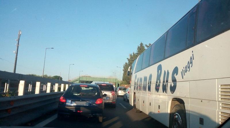 traffico bollino nero Un'auto si è ribaltata sull'autostrada A19 Palermo - Catania, nei pressi dello svincolo di Bagheria, in direzione Catania. Traffico in tilt