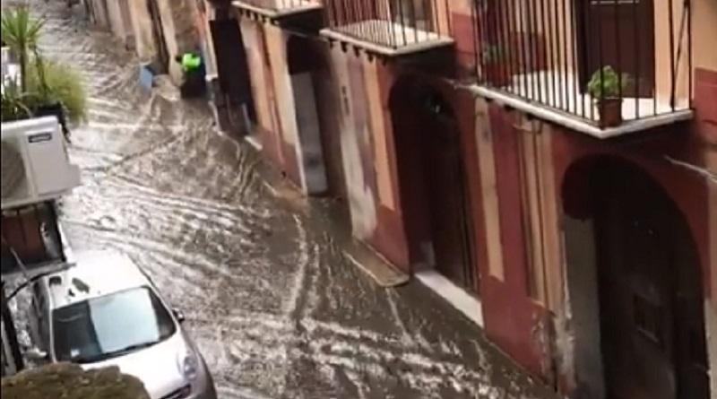 Palermo, bastano pochi minuti di pioggia e le strade diventano fiumi