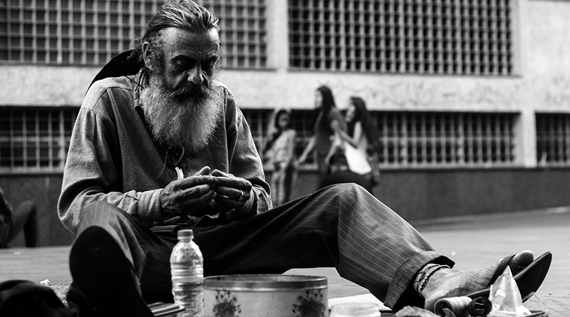 homeless (Photo by Matheus Ferrero on Unsplash)