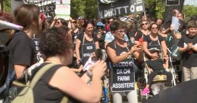 manifestazione disabili a piazza d'Orleans a Palermo