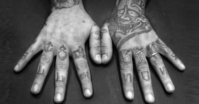 Tatuaggi, scrittura sul corpo. Ne esplora significati e suggestioni il libro di Gianfranco Marrone e Francesco Mangiapane