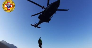 Zingaro, soccorso escursionista da elicottero Aeronautica Militare a Cala del Varo