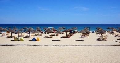 mare, ombrelloni in spiaggia