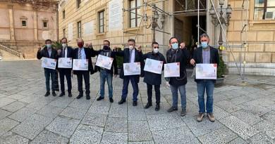 Decentramento inattuato, i presidenti delle otto Circoscrizioni di Palermo restituiscono le chiavi. Il sindaco Orlando non si fa vivo