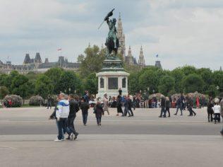 Palazzo Imperiale - piazza in comune