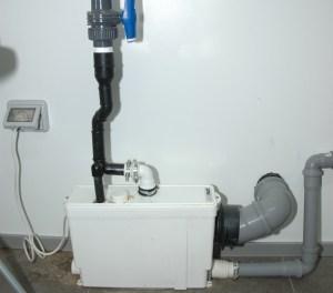 PER GLI SCARICHI DEL BAGNO dei dipendenti (wc + lavabo) è stato utilizzato Sanipack.