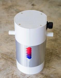 HeatWorks Model 1 è un dispositivo per il riscaldamento dell'acqua calda sanitaria, che utilizza tecnologie evolute per l'induzione termica del fluido e per il controllo elettronico del suo funzionamento.