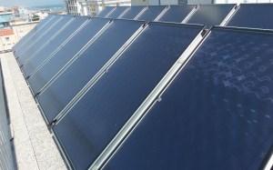 I COLLETTORI SOLARI vetrati piani e ad alto rendimento prescelti hanno una potenza di picco di 1824 W e sono caratterizzati da trattamento antisalino per la vicinanza al mare.