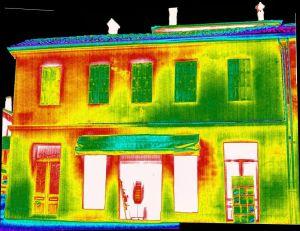 TERMOGRAFIA. Il drone equipaggiato con termocamera permette di verificare se un edificio presenta delle zone con perdita di calore.