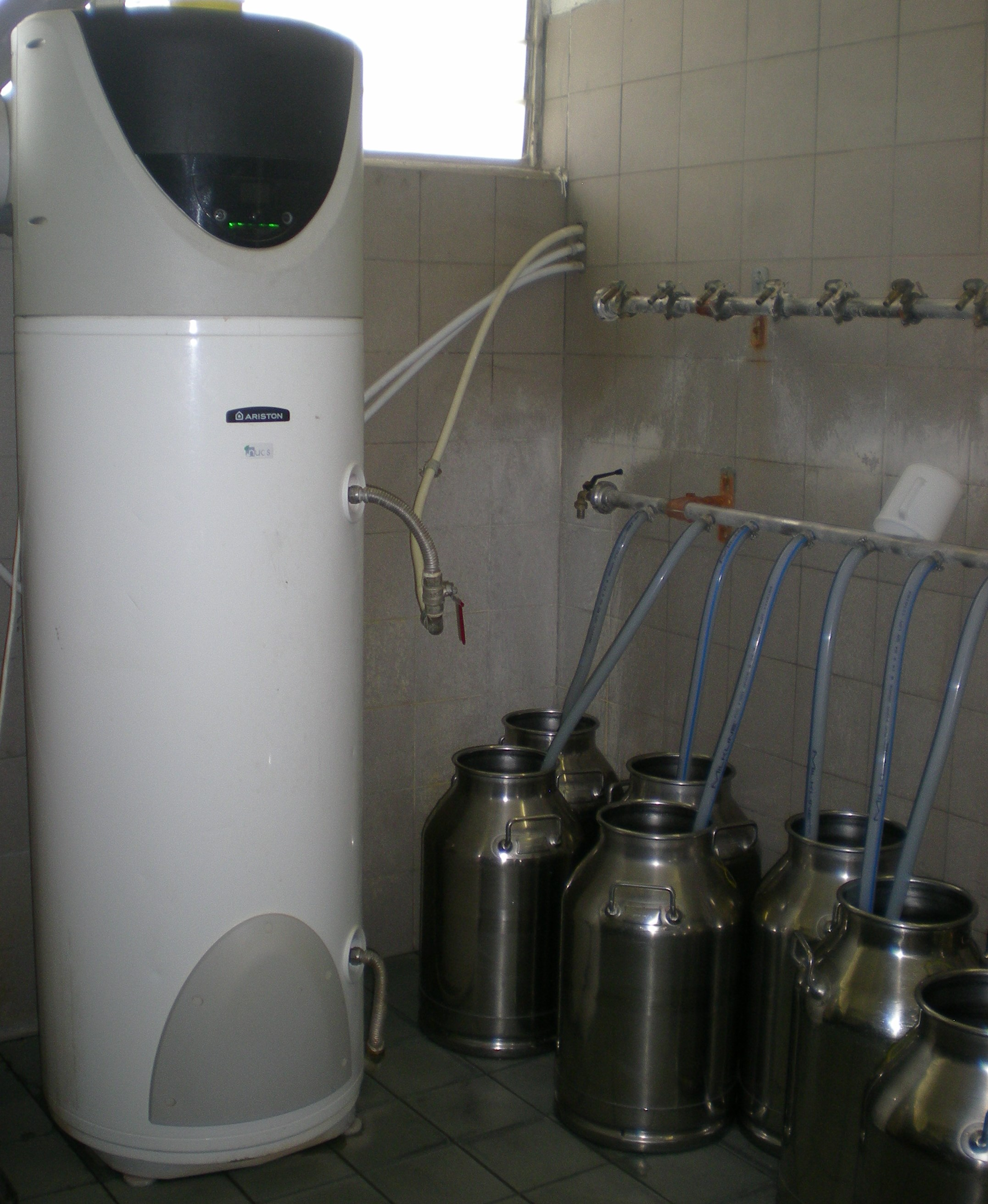 Acqua calda per la stalla con sistema ibrido gt il - Scaldabagno pompa di calore ariston ...