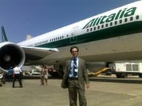 Giovanni Simone durante il lancio del B-777 dell'Alitalia che iniziava i voli della compagnia italiana sulle rotte intercontinentali.