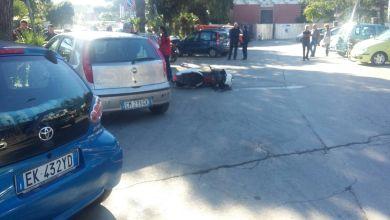 Photo of Cade dallo scooter, ferito in via Michele Mazzella