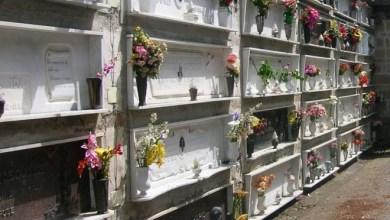 """Photo of Lampade votive """"abusive"""" nel cimitero, il Comune chiede i danni"""
