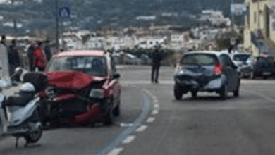 Photo of Forio, incidente sul lungomare: impatto tra due macchine