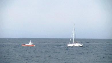 Photo of Procida, Guardia Costiera soccorre un catamarano finito contro gli scogli