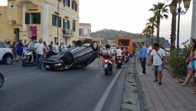 Photo of Incidente a Lacco Ameno, auto si ribalta sulla litoranea