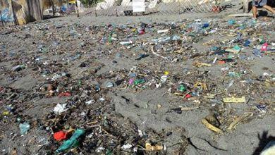 """Photo of MareMostro, che brutto """"spot"""":  le Fumarole invase dalla plastica"""