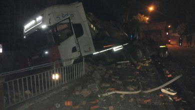 Photo of Pauroso incidente a Casamicciola, camion si schianta e finisce fuori strada