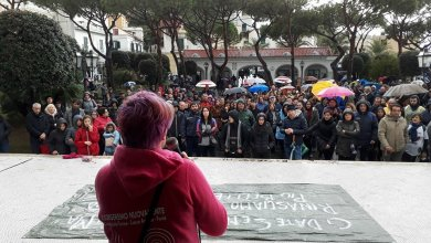 Photo of Casamicciola, i manifestanti arrivano in piazza