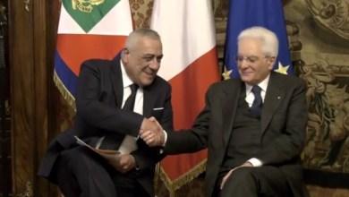 """Photo of Il Presidente Mattarella consegna   la """"Penna d'oro"""" a Piero Angela"""