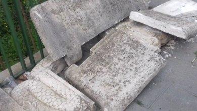 Photo of Panchina danneggiata in via Giovanni Angelo Patalano