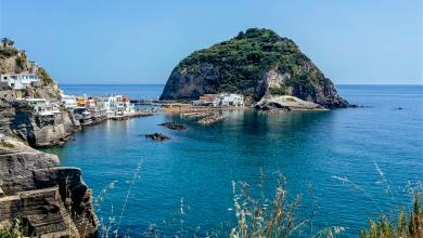 Photo of Che schifo, sputtanano Ischia vendendola a 199 euro a settimana!