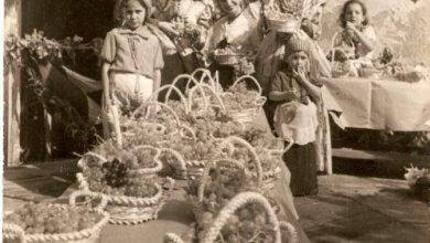 Photo of IL GRANDE ARTISTA VINCENZO COLUCCI FIORE ALL'OCCHIELLO DI SUA SORELLA ANNA  NEL GIORNO DELLA FESTA LE RICORDIAMO LA RETROSPETTIVA ROMANA