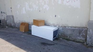 Photo of Frigorifero e mobili abbandonati in via degli Agrumi