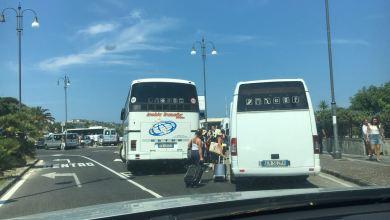 "Photo of Bus turistici e NCC ""selvaggi"", vigili e capitaneria assenti: è caos a Casamicciola"