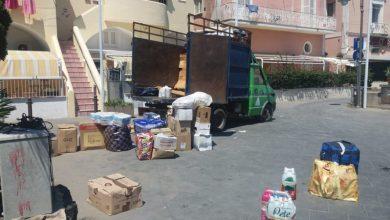 """Photo of Agosto e il turismo """"di classe"""", da Napoli furgoni carichi di alimenti per  gli affittuari"""