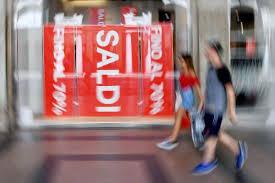"""Photo of Saldi """"infiniti"""", ma è sempre più allarme: «Non bastano a risollevare il commercio»"""