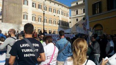 """Photo of I lavoratori stagionali """"fregati"""" dalla Naspi a Roma per la manifestazione nazionale"""