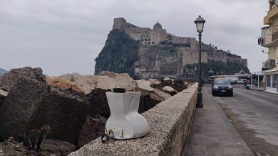 Photo of Vergogna a Ischia, ecco la tazza del water con vista sul Castello