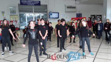 """Photo of Femminicidio, il flash mob degli studenti della """"Scotti"""""""