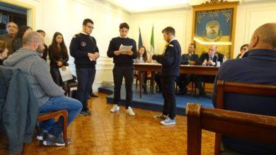 Photo of Consegnate le pergamene al merito del Capitano Di Meglio e del nostromo Paolella