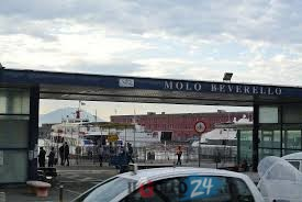 Photo of LA POLEMICA Federalberghi Capri: Il porto di Napoli? Un bivacco per senza tetto