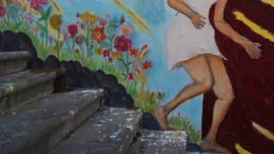 """Photo of """"Lo sguardo di Clizia"""", tra mito e letteratura il murales del """"Mennella"""""""