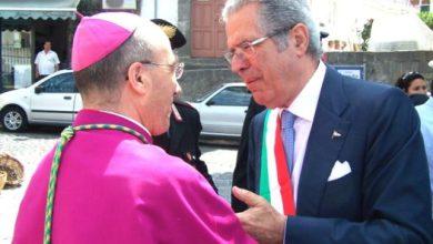 """Photo of Imbarazzo a Forio per il Pontificale del Vescovo Pietro Lagnese per la solennità di San Vito Il sindaco Del Deo impone la """"Tregua"""""""