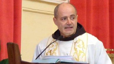Photo of «Porterò tutti nel cuore con grande gioia», l'arrivederci di Padre Mario Lauro